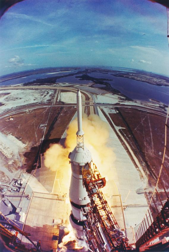Lot 32 - NASA : Décollage historique de la fusée Saturne V le 16 juillet 1969 qui emporte à [...]