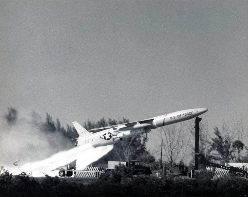 Lot 15 - US Air Force. Rare lancement d'un missile SNARK le 26 août 1960 - Dimensions : 20,5 [...]