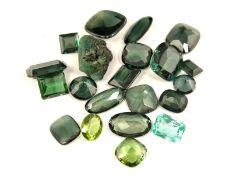 Konvolut grüner Farbsteine, ursprünglich überwiegend aus Herrenringen21 Stück, insgesamt ca.