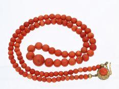 Kette/Collier: sehr schöne antike Korallenkette mit vergoldeter Schließe, vermutlich um 1900Ca. 52,