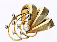 Brosche: handgearbeitete Brosche mit Perle und DiamantenCa. 33 × 43mm, ca. 12,8g, 14K Gold,