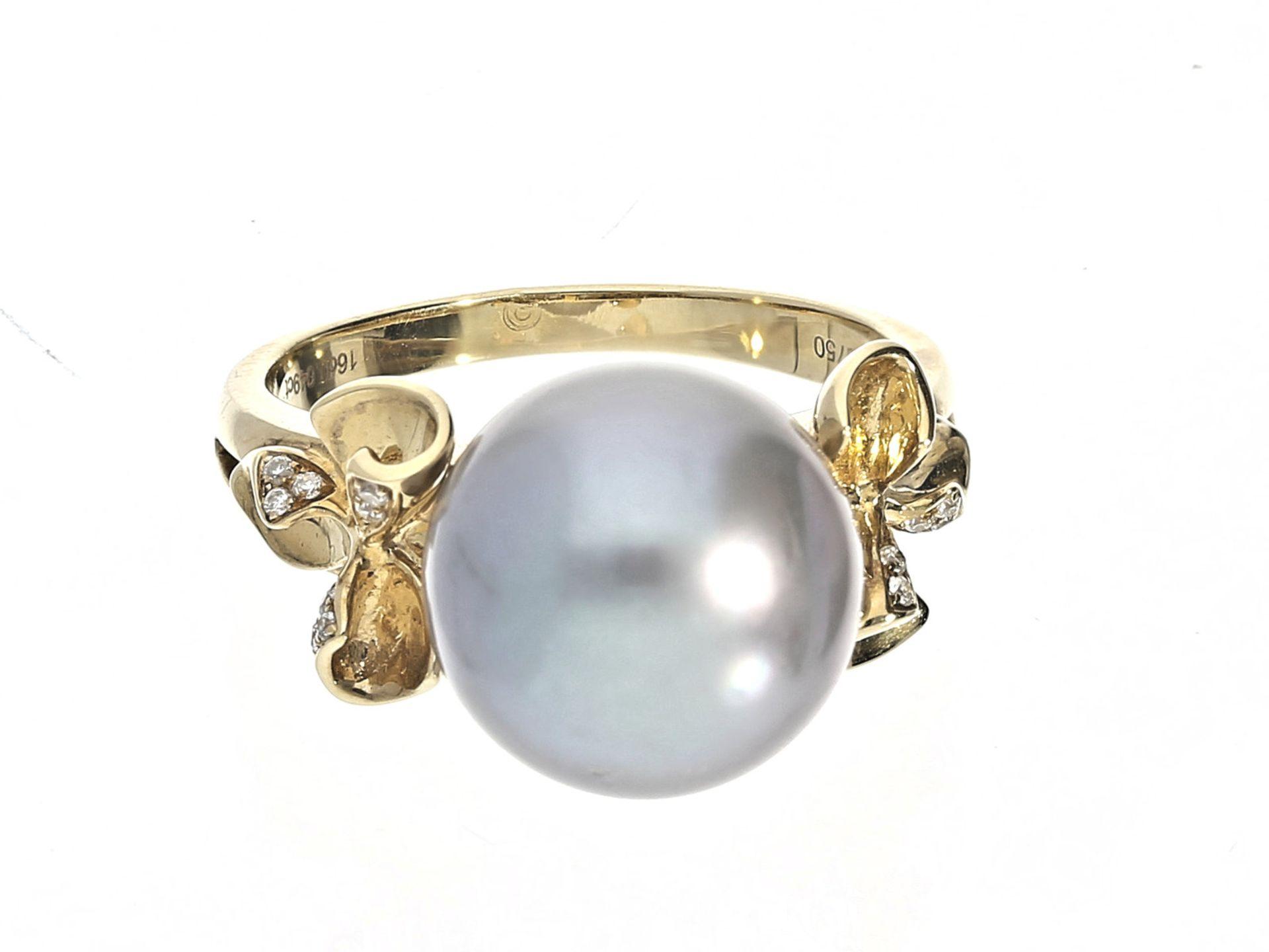 Ring: sehr schön gearbeiteter Goldring mit Tahitiperle und Brillanten, ungetragener Goldschmiede-