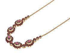 Kette/Collier: hochwertiges und dekoratives vintage Granat-Collier in GoldCa. 45cm lang, ca. 24,