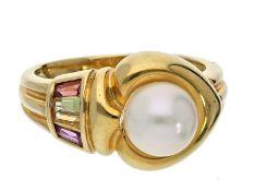 Ring: ausgesprochen schöner Goldschmiedering mit Perle und FarbsteinenCa. Ø17mm, RG54, ca. 6,1g, 18K