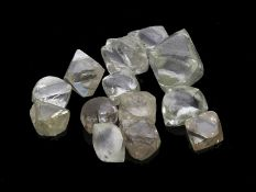"""Steine: Konvolut von Diamanten im """"First-Cut"""", ca. 6ct13 Diamanten im ersten Grobschliff"""