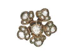 Brosche: antike Blütenbrosche mit großen Diamantrosen, vermutlich russisch 19. JahrhundertCa. Ø20mm,