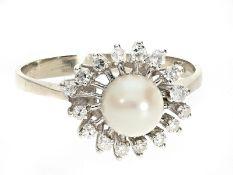 Ring: feiner vintage Goldschmiedering mit Perle und DiamantenCa. Ø20,5mm, RG64, ca. 3,5g, 14K