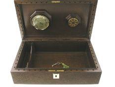 Humidor, vintageCa. 30 × 19 × 9cm, Holz und Leder, eingebautes Hygrometer, vermutlich 60er Jahre,