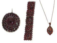 Kette/Collier/Armband/Anhänger: kleines Konvolut vintage Granatschmuck sehr schöner Qualität1.