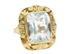Ring: dekorativer, alter Goldschmiedering mit schönem Aquamarin von ca.10ctCa. Ø17mm, RG54, ca.