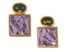 Ohrschmuck: handgearbeitete, dekorative Ohrstecker mit Farbsteinen, 18K Gold, ungetragenCa. 16 ×