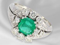 Ring: dekorativer vintage Goldschmiedering mit sehr schönem Smaragd sowie Brillanten/Diamanten,
