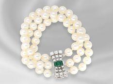Armband: sehr dekoratives, 3-reihiges vintage Zuchtperlenarmband mit äußerst hochwertiger Smaragd/