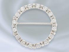 Brosche/Nadel: dekorative, weißgoldene vintage Goldschmiedebrosche mit Brillantbesatz, Handarbeit,