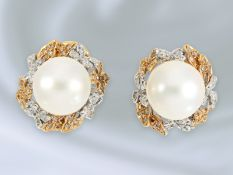 Ohrschmuck: filigrane Goldschmiedeanfertigung mit Südsee-Zuchtperlen und Diamanten, 14K BicolorCa.
