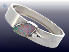 Armreif: dekorativer und aufwändig gefertigter vintage Designer-Armreif mit Opal- und