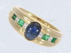 Ring: klassischer ungetragener vintage Goldschmiedering mit Saphir-, Diamant- und Smaragd-Besatz,