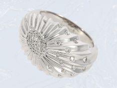 Ring: Weißgoldring in fantasievollem Design mit Brillantbesatz, ca. 0,13ct, 18K Gold, feiner