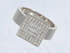 Ring: moderner Weißgoldring mit Diamantbesatz, insgesamt ca. 0,83ct, 18K GoldCa. Ø17mm, RG53, ca. 11