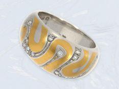 Ring: moderner, ungetragener und ausgefallener Goldschmiedering in Bicolor mit Brillantbesatz,