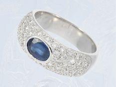 Ring: dekorativ gestalteter, hochwertiger weißgoldener Saphir/Brillant-Goldschmiedering, 1,8ct, sehr
