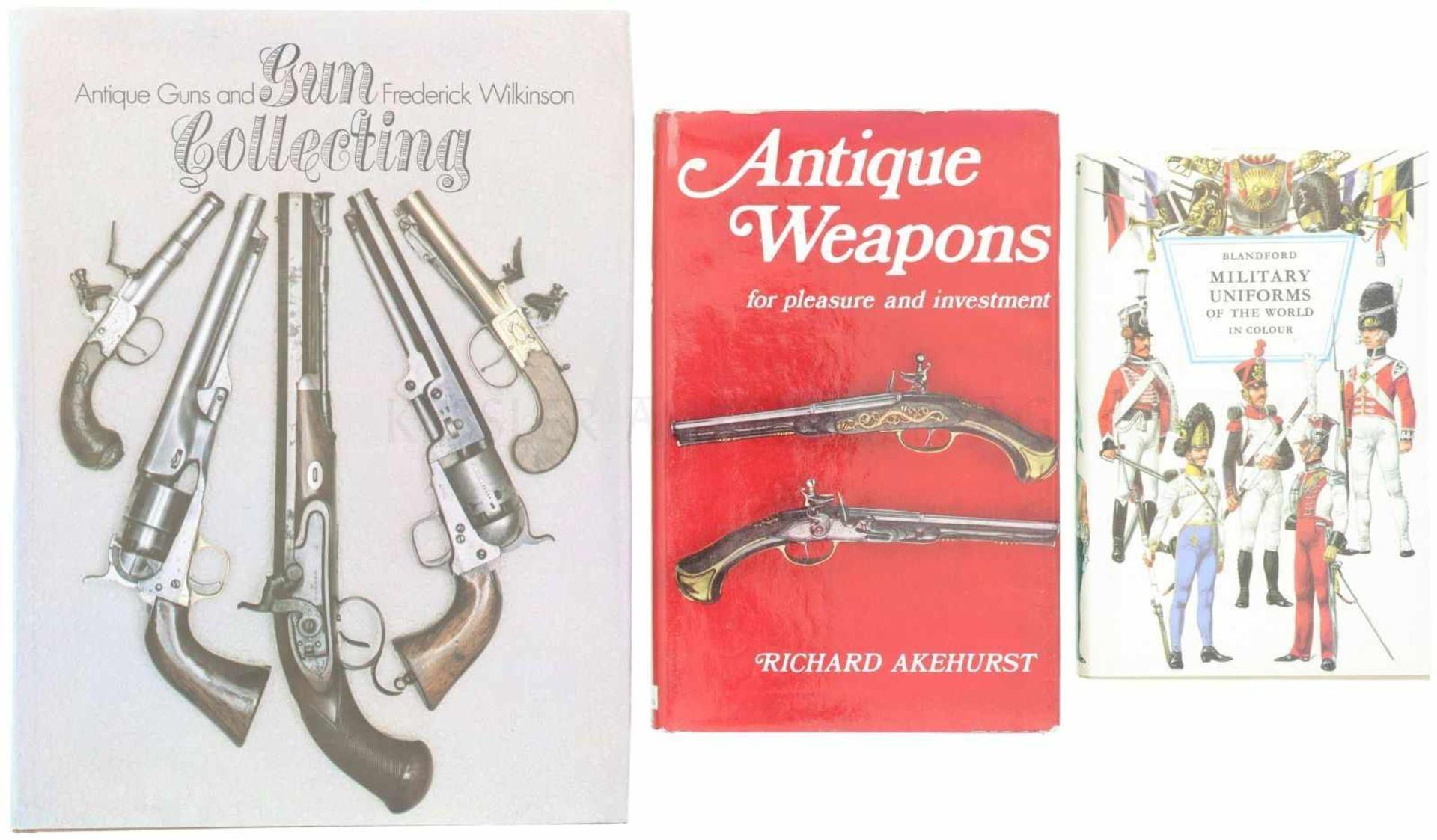 Konvolut von 3 Bücher in Englisch 1. Military Uniforms, Blandford; 2. Antique Weapons, Akehurst;