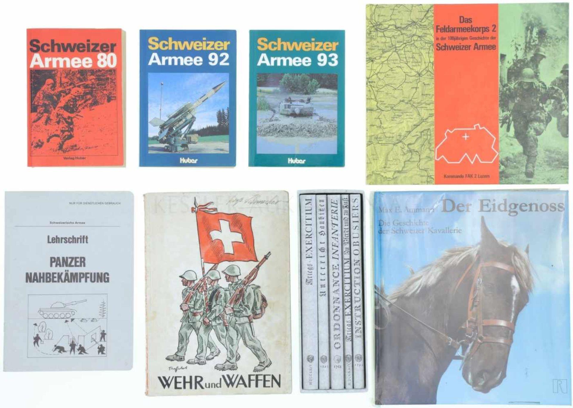 Konvolut 8 Bücher 1. Schweizer Armee 80, Autor Peter Marti, Verlag Huber, 1979. 2. Schweizer Armee