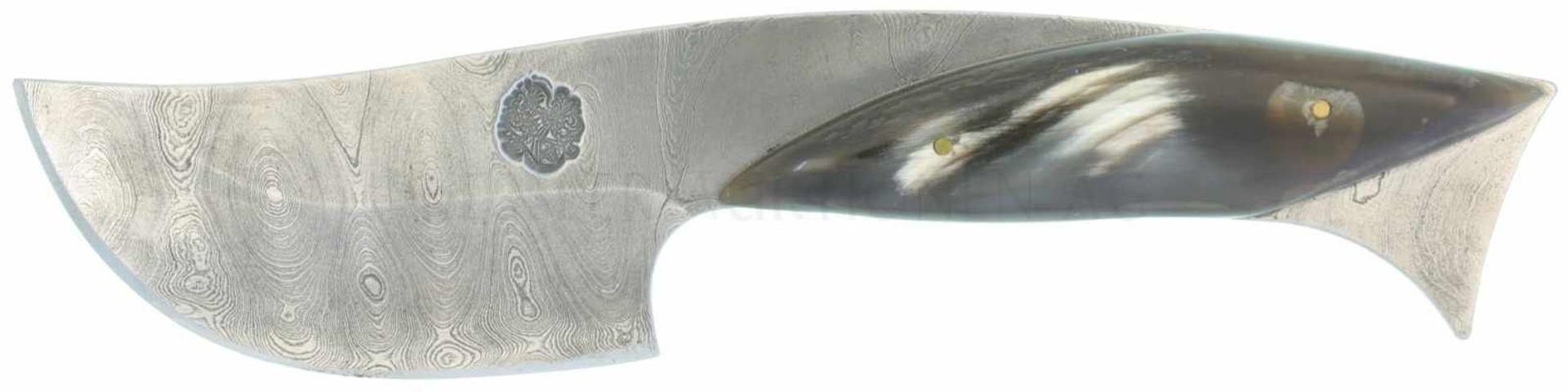 Los 9 - Skinner Damast KL 75mm, TL 182mm, Integralklinge mit tiefer Meistermarke. Linsenförmige,