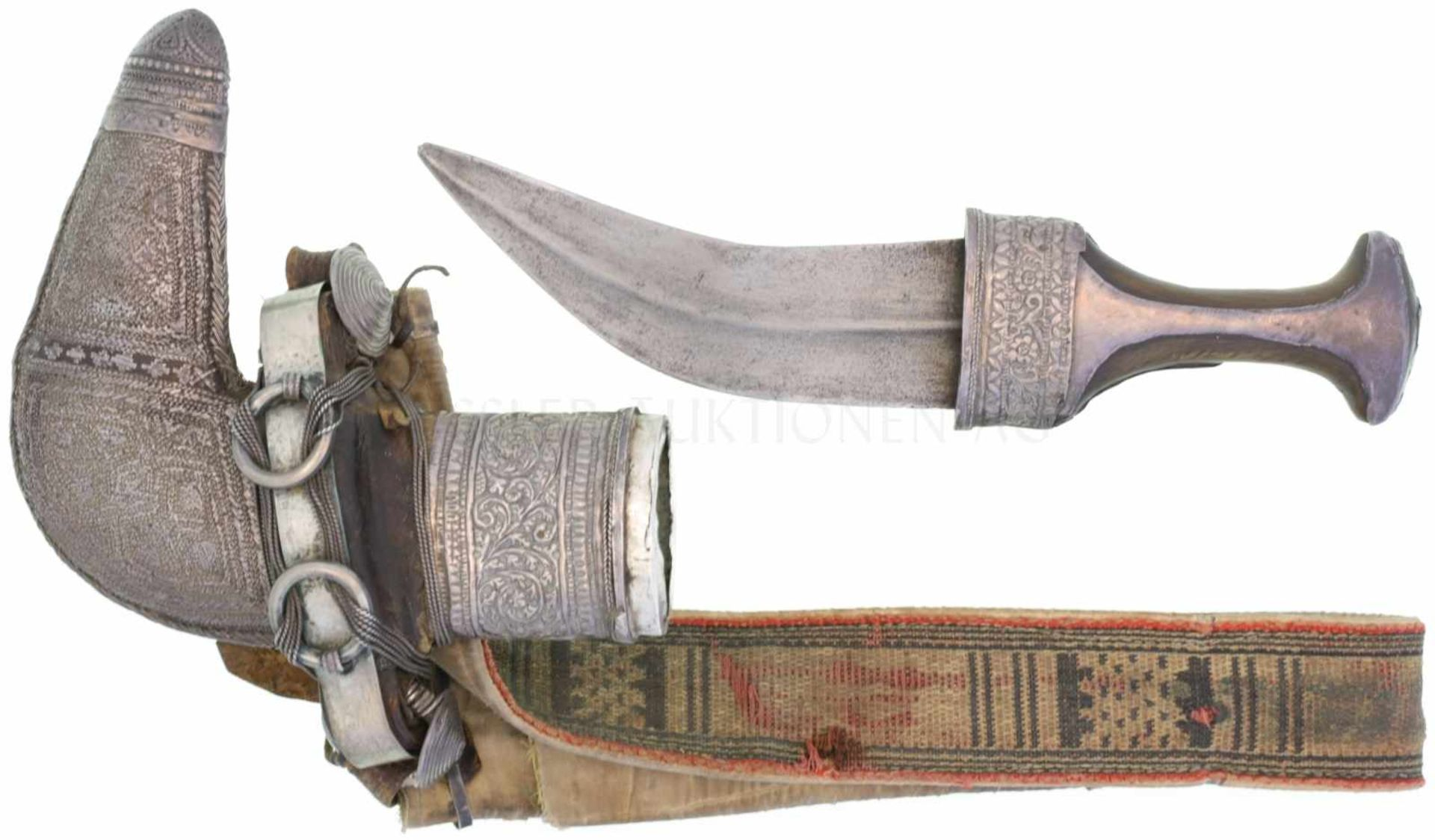 Jambiya Khanjar Oman um 1860 KL 180mm, TL 300mm, gekrümmte breite Klinge mit Mittelgrat. Silberne