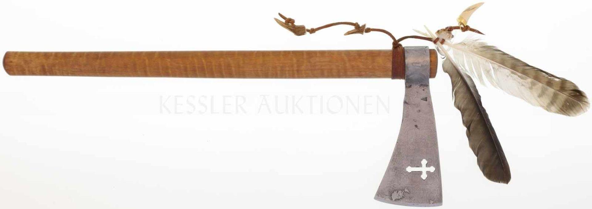 Tomahawk Replika, Bruno Jörg Meilen Handgeschmiedetes Blatt und Haus aus Damaststahl, rechtsseitig