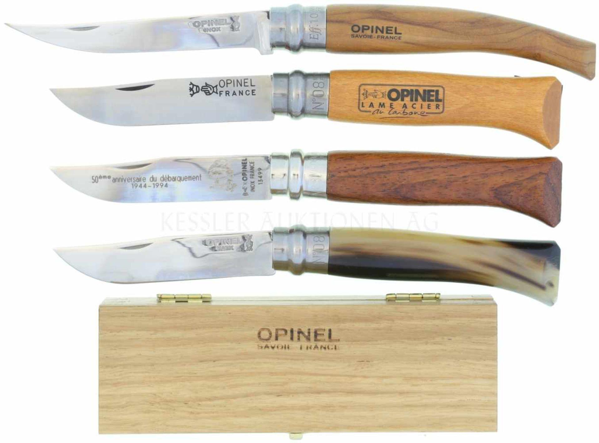 Konvolut von 4 Opinel-Messern 1. Grösse 8, Griff aus Horn, in hölzerner Präsentationsbox mit