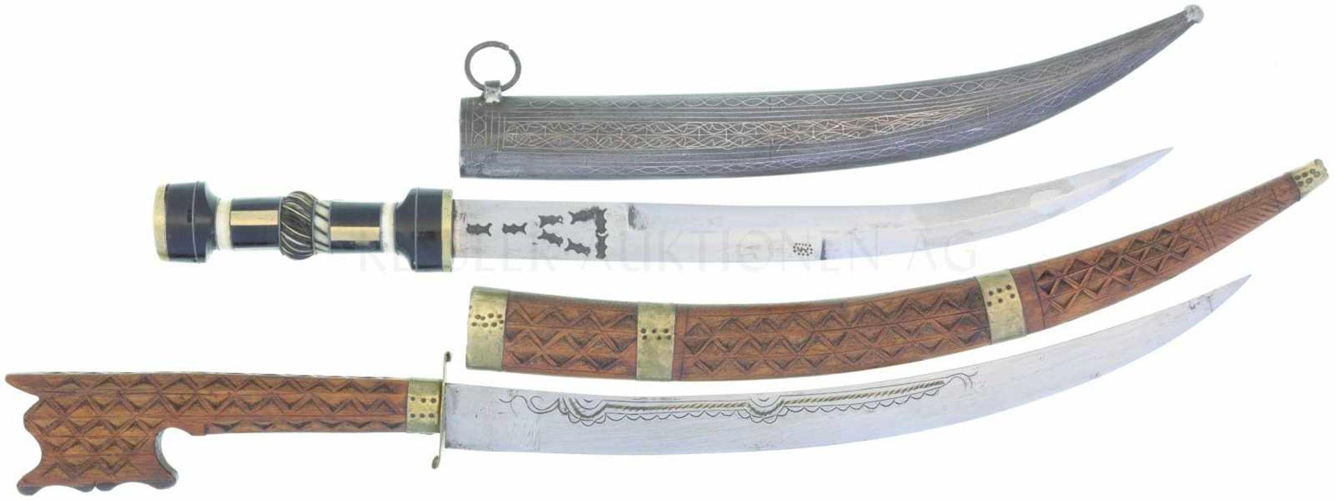2 Indopersische Kanjars 1. KL 258mm, TL 360mm, gekrümmte Klinge mit multipel gestempelter