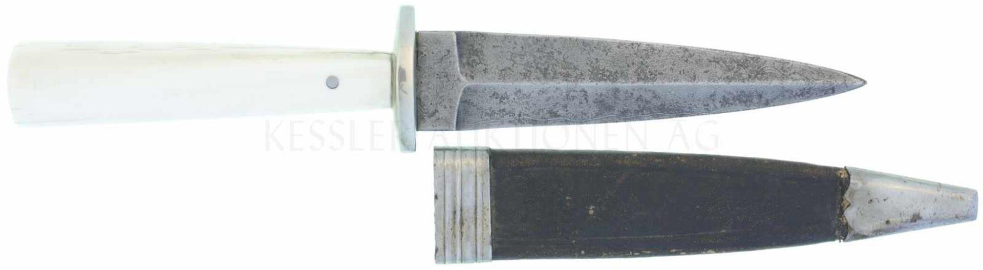 Los 30 - Dolch Vetter um 1830 KL 114mm, TL 215mm, symmetrische Damastklinge mit Mittelgrat, Ricasso,