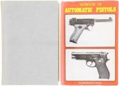 Konvolut von 2 Büchern 1. Book of Pistols & Revolvers, in englischer Sprache von W.H.B. Smith. 7.