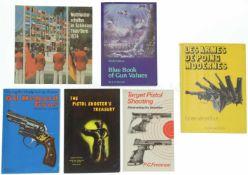 Konvolut von 6 Büchern 1. Weltmeisterschaften im Schiessen Thun/Bern 1974, 2. Lese Armes de Poing