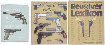 Konvolut von 3 Büchern 1. Handbuch der Faustfeuerwaffen, Autoren C. Bock und W. Weigel, Verlag J.