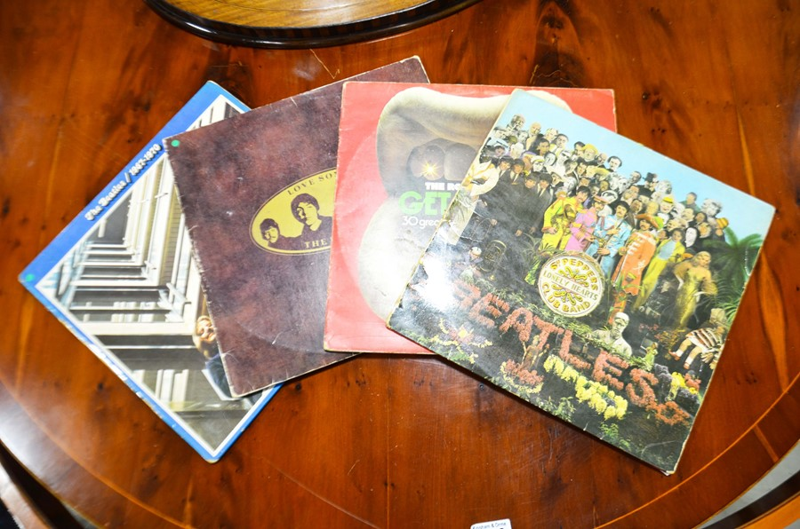 Lot 404 - Three 33prm Beatles vinyl Lp's including Sgt Peppe