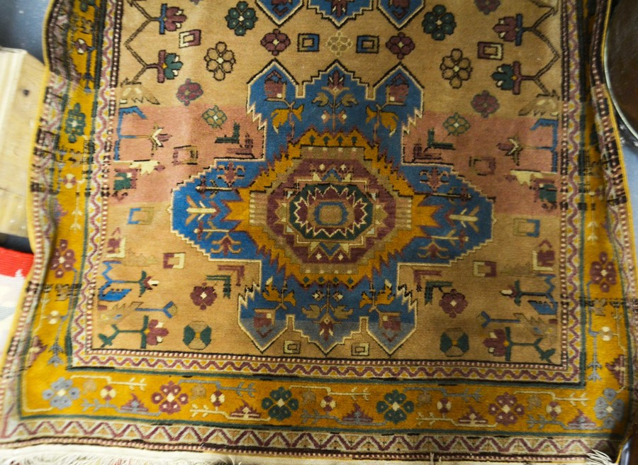 Lot 316 - A Persian style peach and beige ground rug, 132cm x 170cm