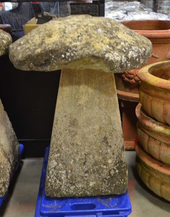 Lot 543 - A staddle stone