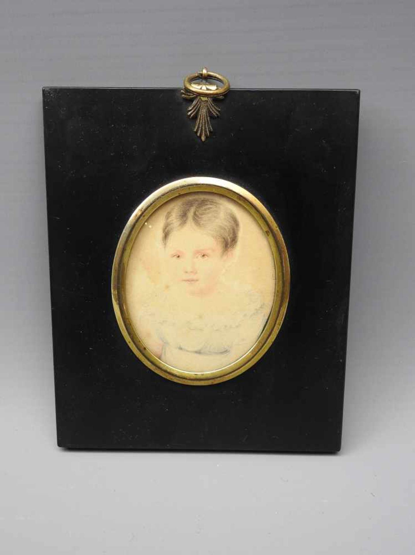 Miniatur-MädchenporträtPastell/Malkarton. Biedermeierporträt eines jungen Mädchens. Unsigniert.