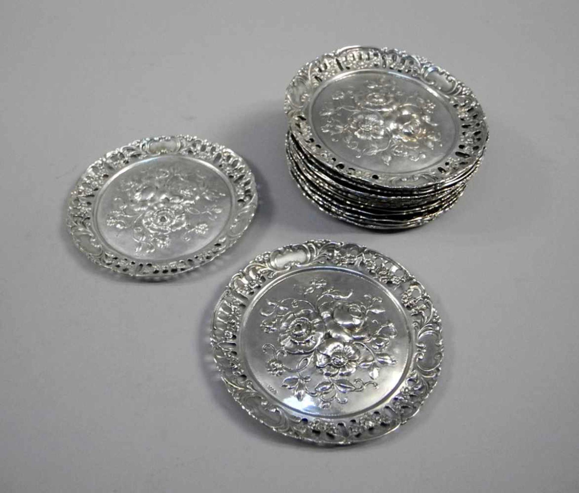 Los 4 - 16 Silber-Untersetzer mit BlumenbouquetSilber 800, jeweils am Spiegel mit Feingehaltsstempel und