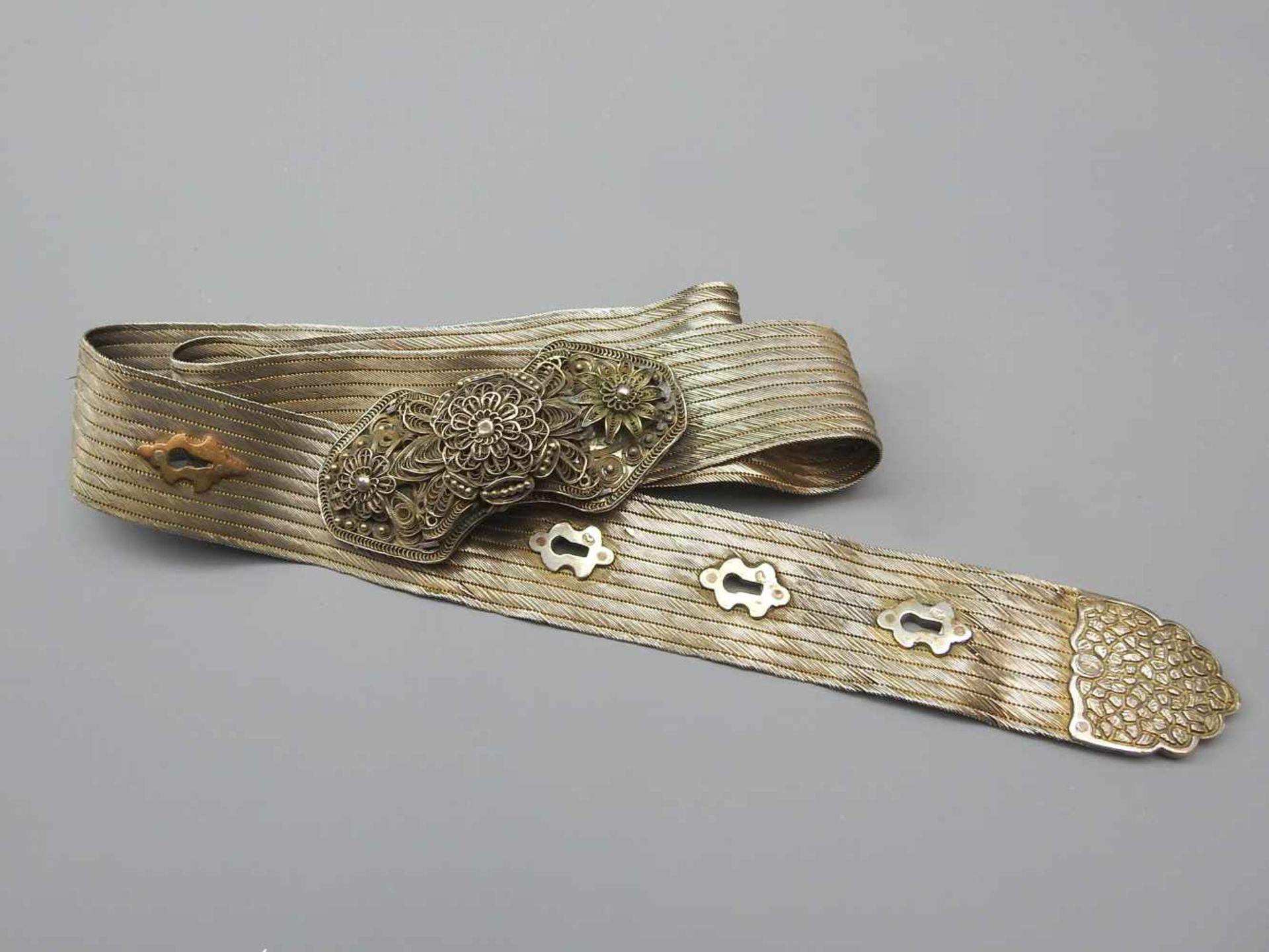 Los 18 - Antiker osmanischer GürtelSilber 900, mehrmals mit Tughra-Stempel punziert, Schnalle weist zwei