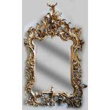 Großer SalonspiegelHolz geschnitzt, vergoldet. Fein ausgearbeitet im Detail, mit Rosen, Rocaillen