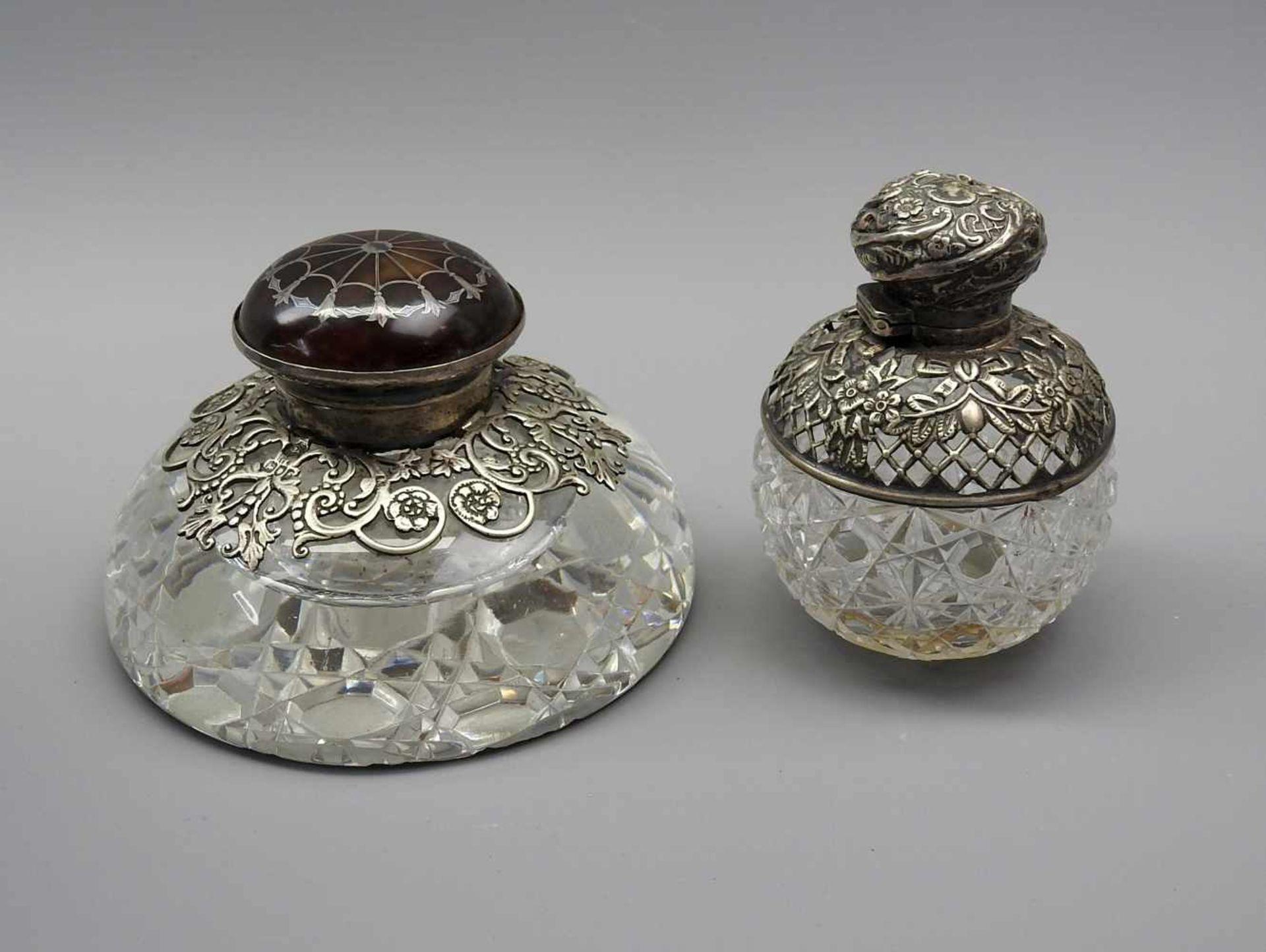 Zwei TintenfässerGlas und Sterling Silber 925, jeweils mit schreitendem Löwen für England, einmal