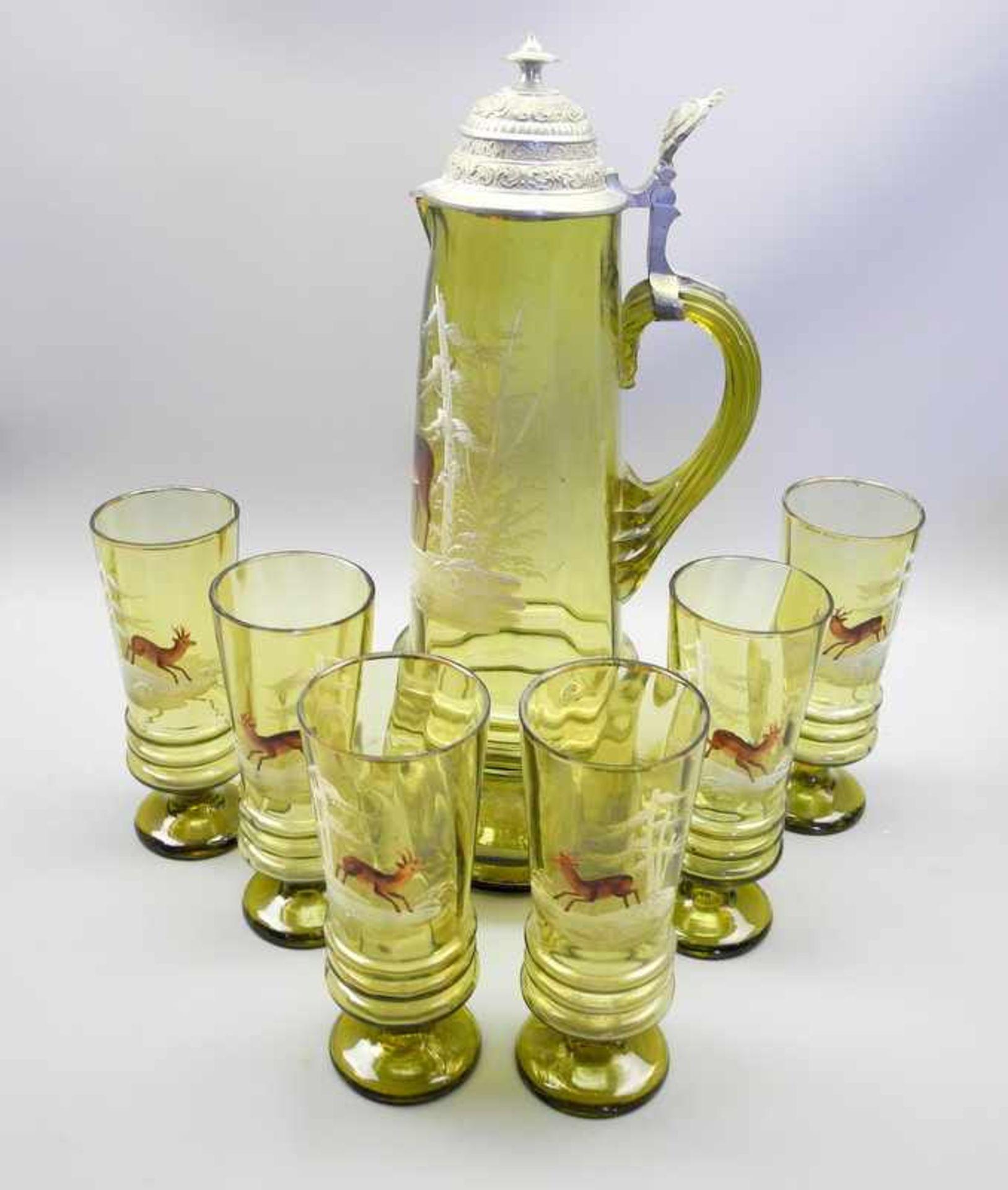 Sammlerkanne mit 6 Gläsern im JagdmotivGrünglas geschliffen, Kanne mit Zinnmontur. Set bestehend aus