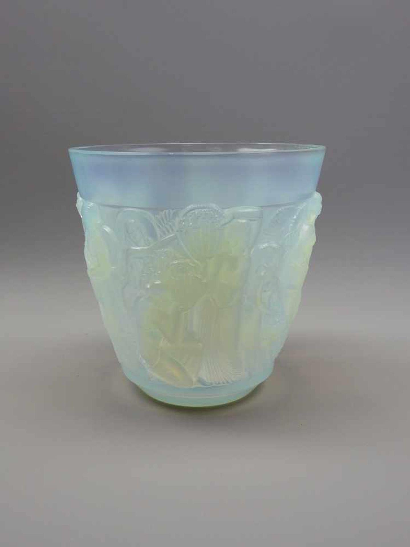 """Sabino Paris, Vase """"Abondance""""Opalglas mit relierfierter Außenwandung, am Boden mit Ätzsignatur """""""