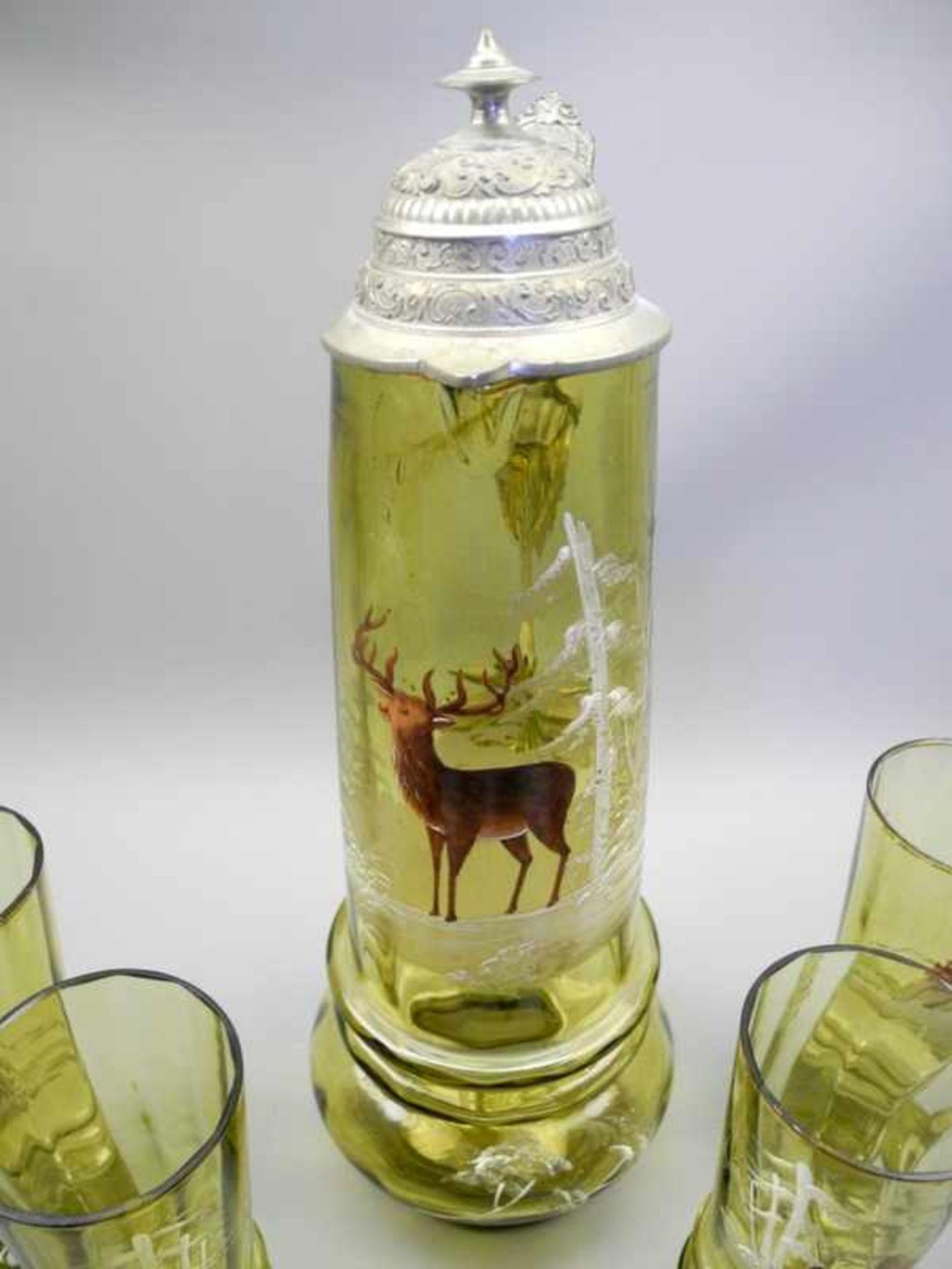 Sammlerkanne mit 6 Gläsern im JagdmotivGrünglas geschliffen, Kanne mit Zinnmontur. Set bestehend aus - Bild 3 aus 4