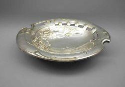 Ovale SchaleWohl Silber plated, unpunziert. Ovale ausladende Schale mit Wasserlilien und