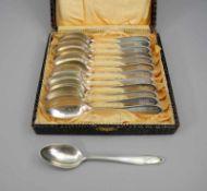 Dreizehn Silber-KaffeelöffelSilber 800, jeweils mit Feingehalt, Halbmond und Krone sowie Marke der