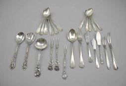 Kleines Konvolut von BesteckteilenSilber 800/Silber 835/Silber plated, jeweils rückseitig oder